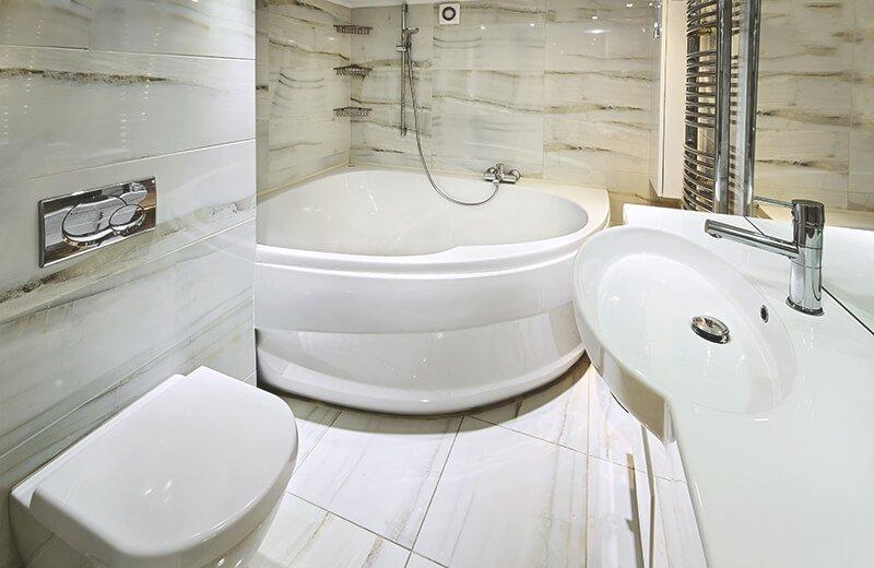 Badewanne: Gut informiert auswählen und einbauen | Aroundhome