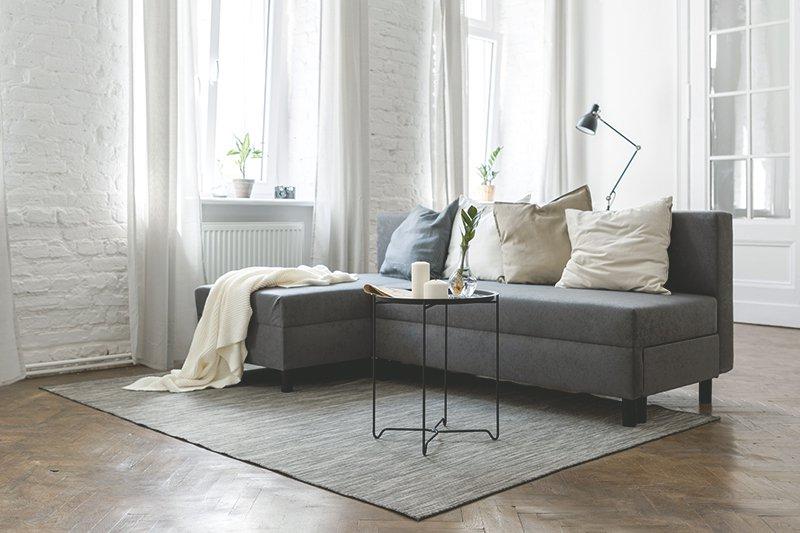 So Richten Sie Ihr Kleines Wohnzimmer Platzsparend Ein Aroundhome